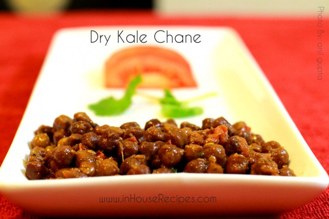 Dry Sookhe Kale Chole are served with Halwa and Poori