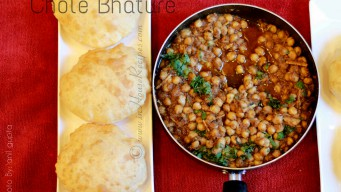 Bhatura with black chana