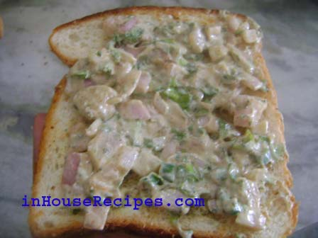 Dahi Sandwich-Spread the mixture on the