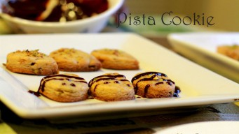 Pista Cookie with chocolate topping