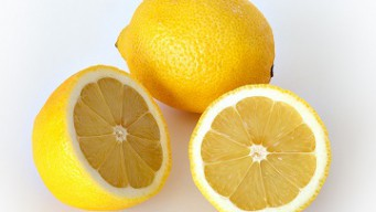 How to squeeze lemon juice